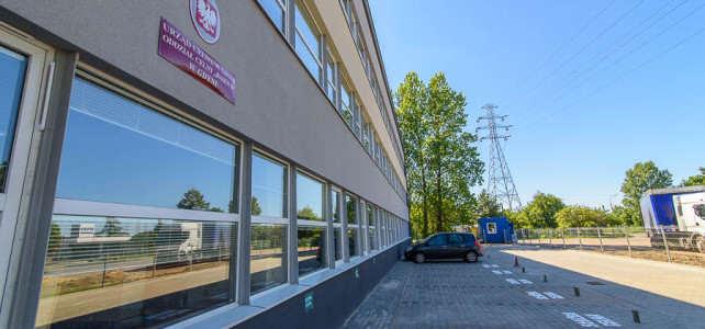 Wskazówki dojazdu do biura tłumaczeń i rejestracji pojazdów INTRASAD